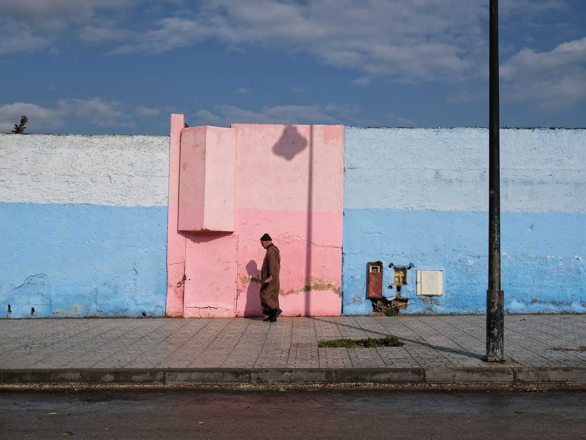Luca Signorelli photography pink and light blue wall