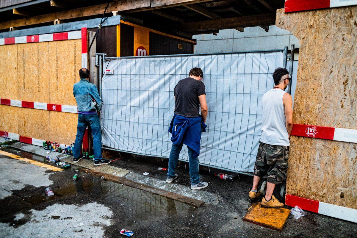 twenty-four hours street toilette