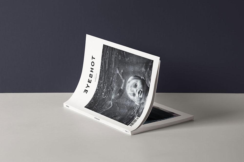 Cover Magazine Presentation Mockup